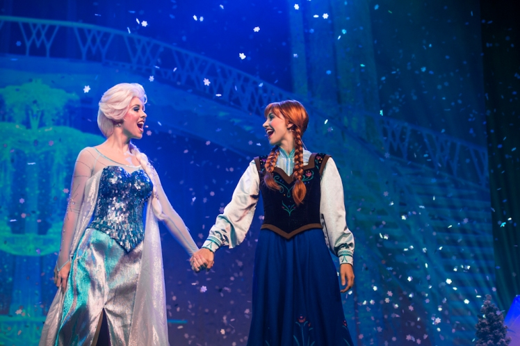 Anna-and-Elsa-Sing-Along-2